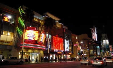 Holllywood_Blvd._by_night_01